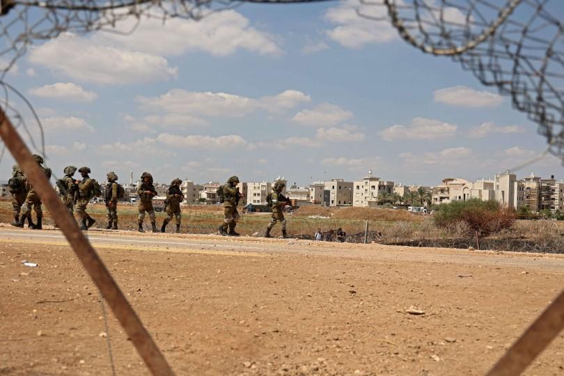 جيش الاحتلال الإسرائيلي يعتقل 5 فلسطينيين من أقرباء الأسرى الفارين