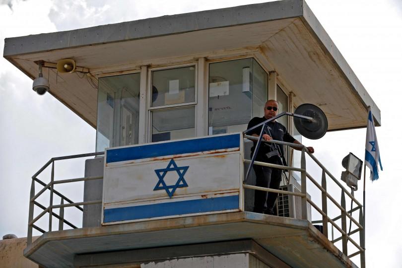"""إسرائيل تُرجّح استمرار مطاردة الأسرى الفارين """"أياما طويلة"""".. ومسؤولون أردنيون ينفون اجتيازهم الحدود"""