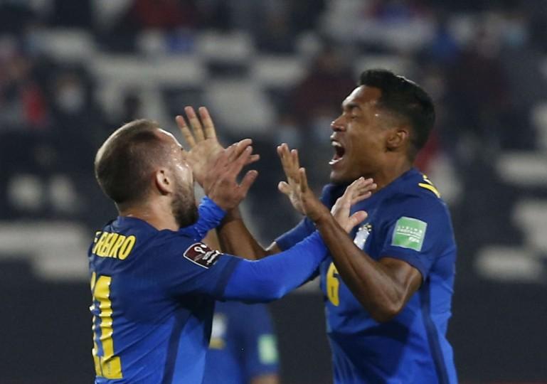 البرازيل تحرز هدفين في الشوط الأول لتنتصر 2-صفر على بيرو