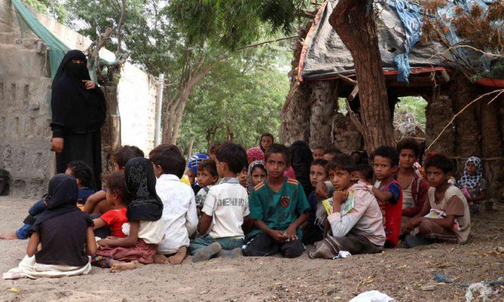 اطلبوا العلم ولو في الحرب: يمنية تحوّل بيتها إلى مدرسة