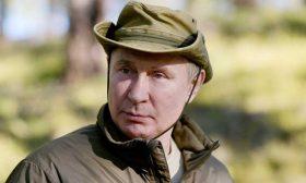 بوتين يختتم العزل الذاتي برحلة لصيد السمك في سيبيريا- (صور)