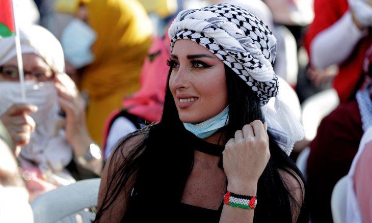 """وسم """"كوفيتي هويتي"""" يتصدر المنصات الفلسطينية رداً على منع ارتدائها داخل الحرم الجامعي في غزة- (تغريدات)"""