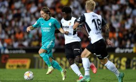 ريال مدريد ينتفض أمام بلنسية ويقفز لصدارة الدوري الإسباني