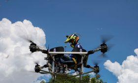مهندسون في كمبوديا يبتكرون طائرة صغيرة مأهولة- (صور)