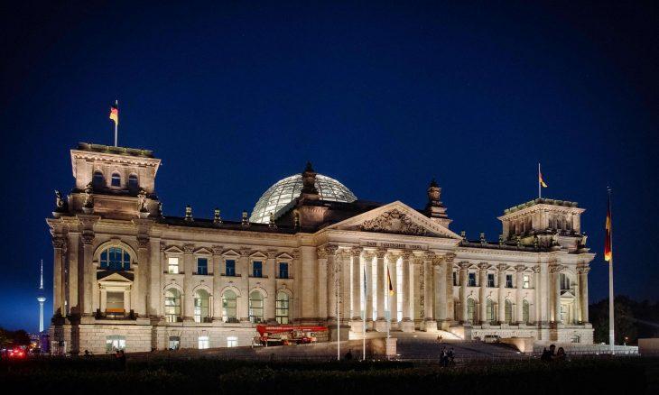 فايننشال تايمز: انتخابات ألمانيا تفتح الباب أمام الحديث عن استقلالية أوروبا وجيش موحد