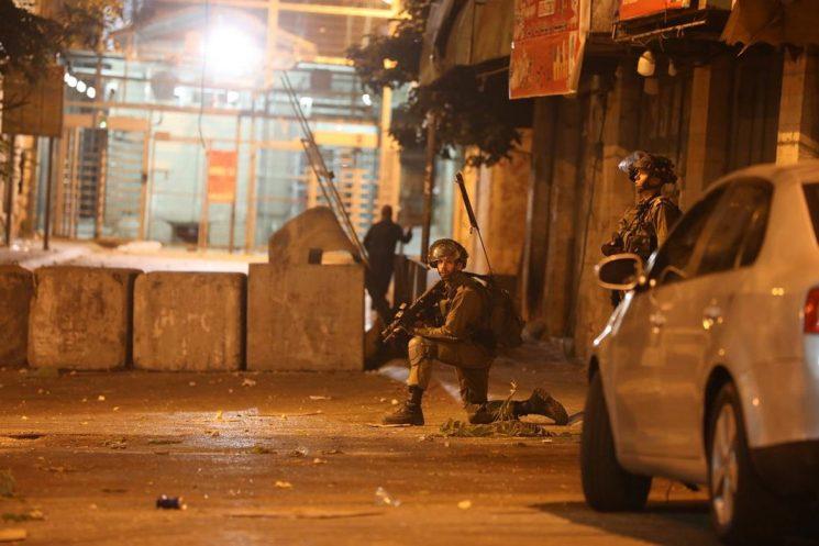 تواصل انتهاكات الاحتلال الإسرائيلي: إصابات واعتقالات ومداهمات وإغلاق الحرم الإبراهيمي
