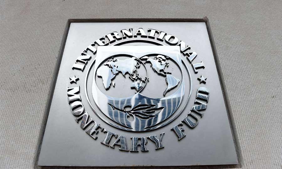 «صندوق النقد الدولي» يتوقع هبوطاً حاداً لعجز عُمان المالي وديونها بعد صدمة كورونا