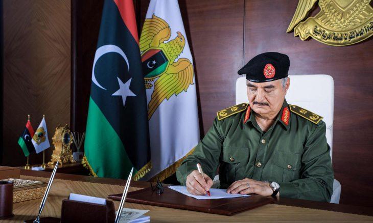 خليفة حفتر يعلّق مهامه العسكرية قبل ثلاثة أشهر من موعد الانتخابات الرئاسية في ليبيا