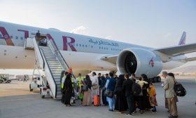 واشنطن: طائرة قطرية تقل 21 أمريكيا و48 من حاملي الإقامات الدائمة غادرت كابول الأحد