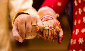هندي يطلق زوجته لأنها لا تستحم يوميا!