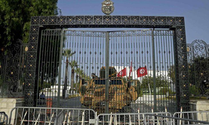 """""""مواطنون ضد الانقلاب"""".. حملة واسعة تطالب بالتظاهر ضد قرارات الرئيس التونسي"""