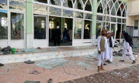 كاميرات مراقبة توثق اللحظات الأولى لانفجار مسجد في قندهار الجمعة الماضي- (شاهد)