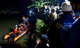 غرق 11 طالبا في نهر خلال نزهة استكشافية في إندونيسيا- (صور)