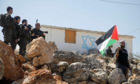 كتاب: قرارات المحكمة العليا الإسرائيلية تشرعن جرائم الاحتلال في الأراضي الفلسطينية