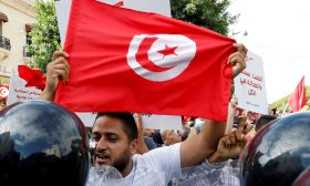 تدفق السيولة رهن ثقة المانحين بالديمقراطية في تونس