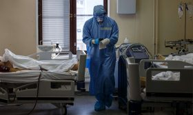 روسيا تسجل إصابات بفيروس كورونا من سلالة أشد عدوى من دلتا