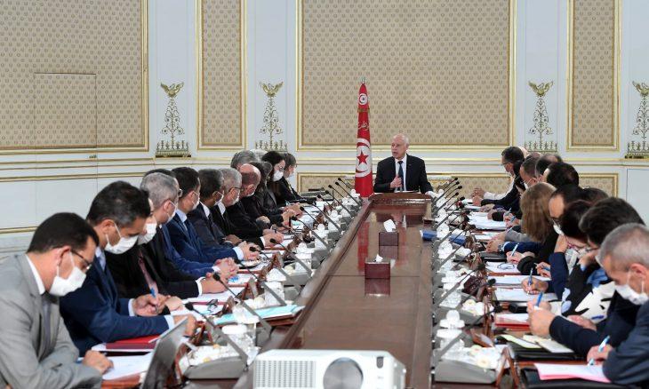 """الرئيس التونسي يلمّح لاستبعاد الأحزاب من """"حوار وطني"""" يهدف لتعديل النظام السياسي في البلاد- (فيديو)"""