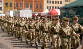 دراسة: العسكريات في بريطانيا يواجهن تنمرا وتحرشا جنسيا واعتداءات