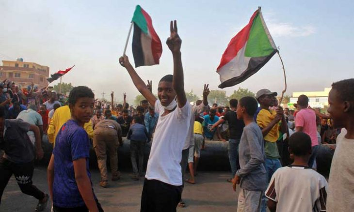 تلغراف: قادة الجيش السوداني تحدوا أمريكا والغرب وعولوا على الدعم المصري والخليجي