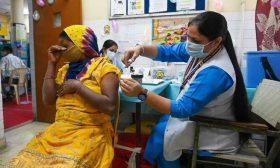 الهند تعلن إعطاء مليار جرعة من اللقاحات المضادة لكورونا